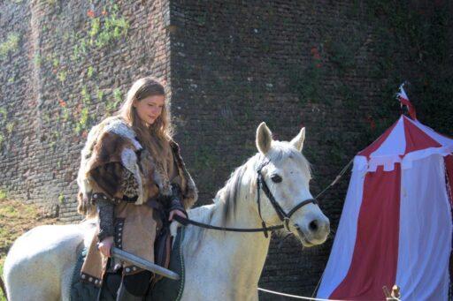 Guerrera Celtíbera con espada en su caballo. Mujeres celtas.