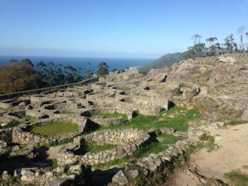 Ruinas celtas de piedra en galicia