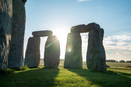Megalito con amanecer. Lugar para bendiciones celtas.