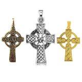 Cruz celta colgante de bronce, plata y oro.