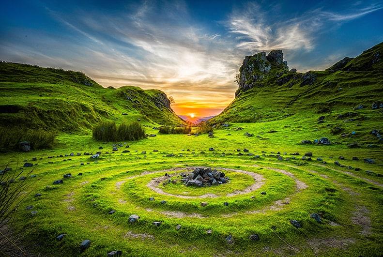 Espiral celta en el suelo, en la isla Skye, Escocia.