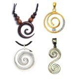 Variedad de colgantes con espiral celta.