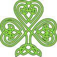 Shamrock o trébol de color verde, hecho con nudos y tribales. Símbolos celtas.