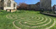 Laberinto celta hecho en pasto ubicado en Glastonbury.